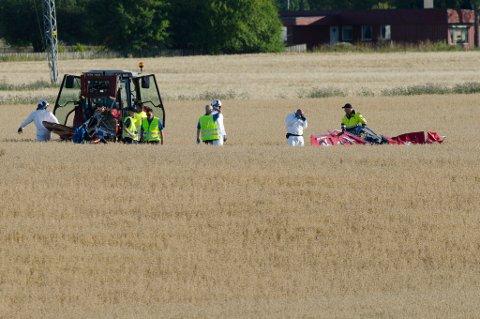 FLYSTYRTEN: Flyvraket ble her flyttet vekk og fraktet til kommisjonens lokaler på Kjeller i Akershus, for nærmere undersøkelser.
