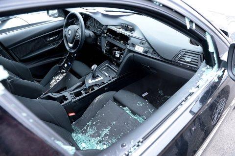 TYVER PÅ FERDE: Tyver slo til mot flere BMW-er i Tønsberg i februar i fjor. Nå advarer politiet i Telemark etter flere tyverier.