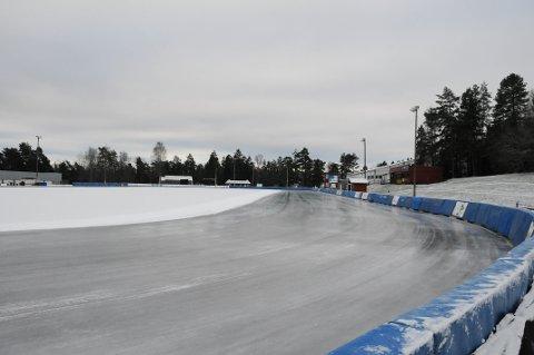 ISTIDEN ER HER: For tredje gang på tre uker er det lagt is på Maier Arena. Nå  er det bare å skøyte i vei.