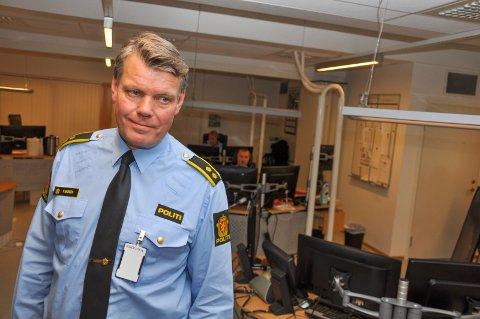 POLITIOVERBETJENT: Petter Aronsen og hans kolleger har blant annet ekstra fokus på å luke ut sjåførerer som kjører i rus i juletiden.