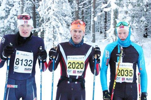TO SEKUNDER: To fattige sekunder skilte denne trioen. Thomas Gjestrumbakken, Spydeberg (i midten) vant foran Mikael Gunnulfsen, Ørn (til høyre) og nummer Eirik Mysen, Oseberg Skilag.