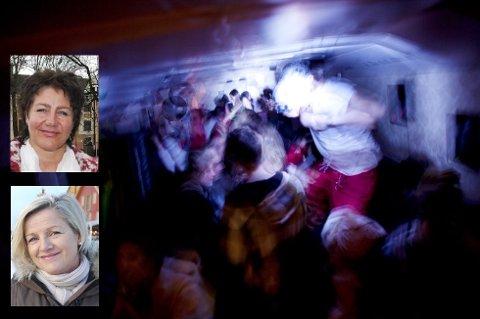 GIR RÅD: SLT-koordinatorene  Birgitte Søderstrøm fra Tønsberg kommune og Kristin Stensholt fra Nøtterøy kommune gav råd og informasjon til russens foreldre. Begge  nevnte risikofaktorer de mener foreldrene bør vite om.