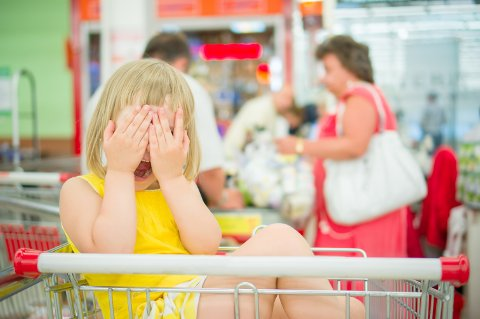 ANBEFALES IKKE: Er du den som sukker medfølende når ungen skriker. Til ungen vel og merke, ikke til den stakkars, stressa mora/faren som forsøker å få situasjonen under kontroll?