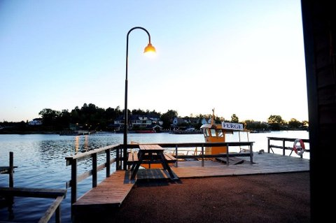 FORTSATT HÅP: Lyset er fortsatt på for ferje over Husøysundet. Tønsberg bystyre har vedtatt å utlyse anbud for levering av en førerløs og miljøvennlig ferje i Husøysundet. Den gamle ferja, Ole III gikk i opplag i januar 2013. Ferja ble solgt til Smiths Venner på Brunstad.