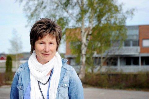BUROTKAMP: Ellen Sørby i Norges astma- og allergiorbund inviterer også i år skoler og barnehager med i kampen mot den svært allergifremkallende burota.
