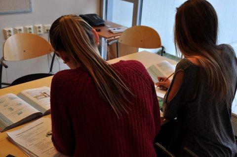 Fraværet i videregående skoler i Vestfold har gått ned etter at det ble innført nasjonal fraværsgrense.