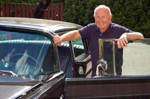 HISTORISK BIL: Bilentusiast Runar Karlsson vil gjerne høre fra deg dersom du vet noe om Gerhardsens gamle Lincoln, eller har gamle bilder av bilen.