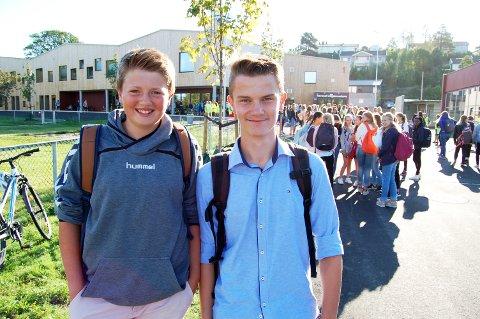 STOR DAG: Jakob Ødegård og Jeremi Kanecki gledet seg til å ta i bruk den nye ungdomsskolen i Re.