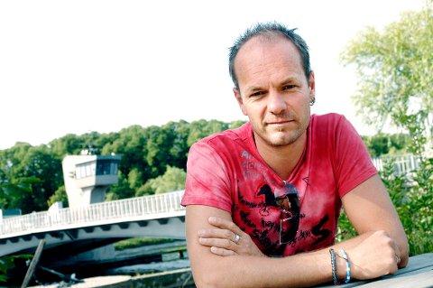BERG: Harald Rosenløw Eeg har skrevet manuset til filmen «Den største forbrytelsen», der noe av filmen er spilt inn på Berg. De siste scenene spilles inn i Oslo disse dager.