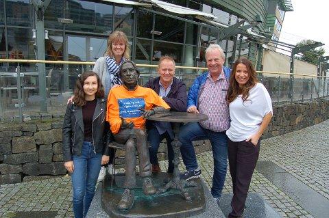 ARRANGERER ALLSANG: Fra venstre: Siw Renate Søiland, Marianne Larsen, (Jahn Teigen), Frank Rune Gustavsen, Arild Johansen og Astrid Tveitan.