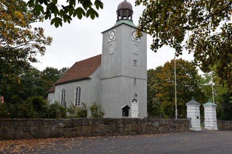 BOMBEFUNN: En begravelse her i Vallø kirke må flyttes på grunn av bombefunnet i nærheten.