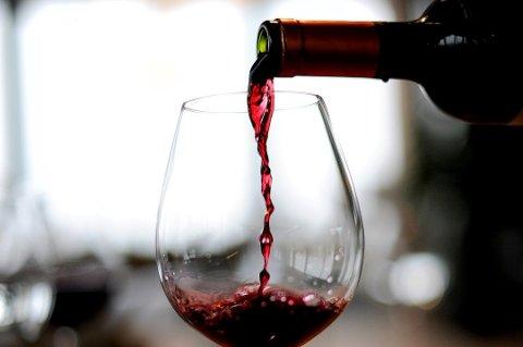 Rødvin er effektivt når det gjelder å ta knekken på bananflua. Frank May, NTB scanpix/ANB