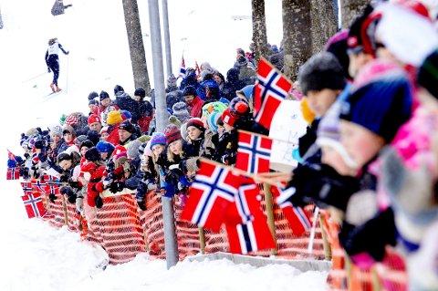 FOLKEFEST: NM på ski i Storås i Stokke ble en stor folkefest. Husker du hvilket år mesterskapet ble arrangert?