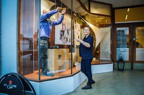 FRA MOTEDESIGNER TIL DEKORATØR: Irina Stadnichenko drev eget klesdesign i Sankt Petersburg. De siste årene har hun flyttet mellom Skien, Tønsberg og Larvik. Nå bobler hun av kreativitet, og har laget juleutstillingen til Close Up.