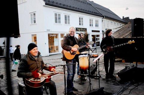 FAST INNSLAG: Lars Martin Myhre er blant artistene som (igjen) gir gratis julekonserter i Tønsberg. Her fra en tidligere slik julekonsert.