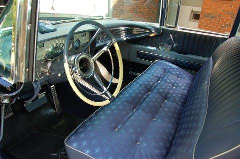 INTERIØR: Runar Karlsson har restaurert tidligere statsminister Einar Gerhardsens bil. Den blir å se på utsillingen i april.