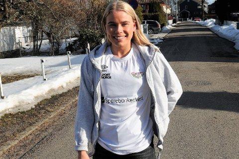 GRUNN TIL Å SMILE: Sofie Vinde Norum kunne feire påske hjemme på Teie i visshet om at hun har rykket opp og skal spille eliteseriehåndball med Fana neste sesong.