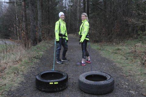UT PÅ TRENINGSTUR: Linda H. Wang-Hansen (til venstre) og Mette Firing Skovdahl drar med seg dekk på 12 og 14 kilo for å få mer ut av treningsturen.