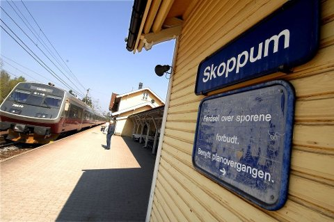 For pendlere og reisende fra Oslo-området til Skoppum ble det en omvei innom Tønsberg mandag ettermiddag. Arkivfoto: Per Gilding