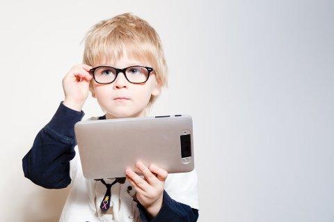 For å unngå nærsynthet gjelder det å legge vekk iPaden og få barna ut i dagslys.