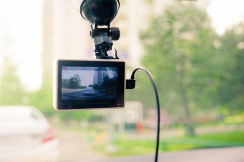 DASHCAM: Tryg Forsikring mener dasjbord-monterte kameraer kan være avgjørende i forsikringssaker.