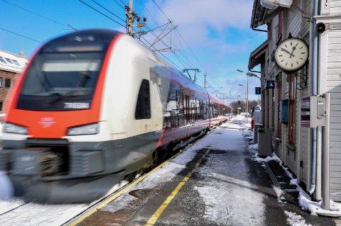 FORVENTER EN POSITV UTVIKLING: Vestfoldbanen leverte 71,9 prosent punktlighet i 2018.