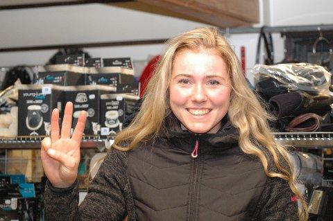 17 STRAKE: Josefine Eilertsen fra Vear har delt treneransvar for landets beste hest, Odd Herakles. I dag jakter de sin 17. strake seier under V75-løpene på Sørlandets Travpark.