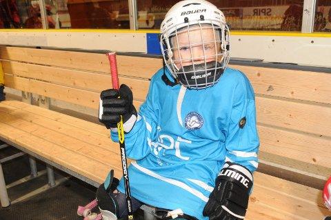 KLAR!: - Jeg gleder meg veldig!, sa fire år gamle Erlend Våge Håland rett før han skulle ut på isen og hockeyskole.