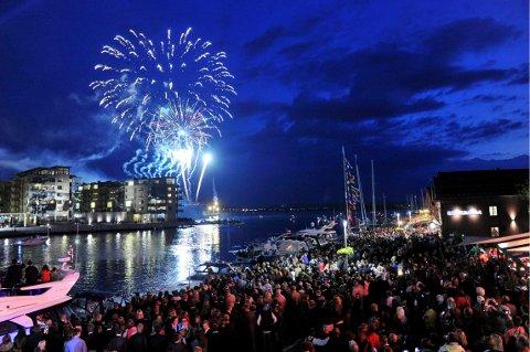 Det blir stort arrangement i Tønsberg på 17. mai. Her er fyrverkeriet fra fjorårets feiring.