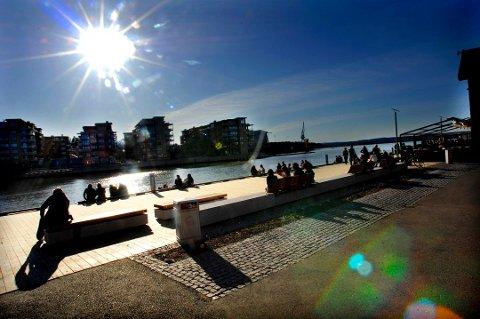 ENDELIG: Lørdag kan være et godt valg om du planlegger en tur i det fri, eller langs Brygga. Søndag kommer det kjølige, våte været tilbake. Utover i uka er vårkulden over for i år, lover meteorologen.