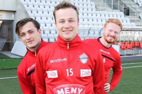 TITT TEI, TØNSBERG: 1998-modellene Tobias Gran (til venstre), Mads Holt og Alf Øivind Aslesen kommer hjem til FK Tønsberg med masse erfaring. De håper og tror det blir en opptur både for dem og klubben.