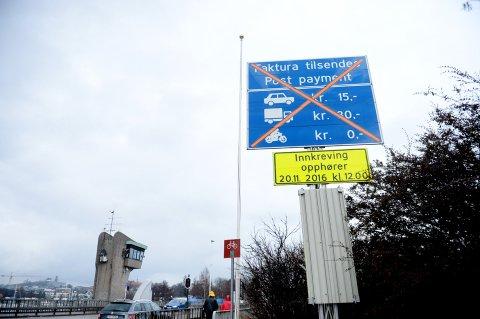 BOMRING: I november 2016 ble det igjen mulig å passere Kanalbrua uten å måtte betale i bommen.