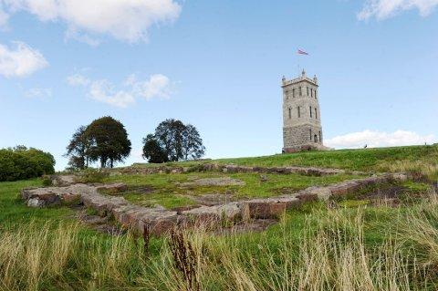 LA STÅ? Mange satte kaffen i halsen da de så forslaget om tårnet på Slottsfjellet.