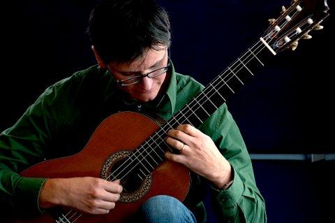 MUSIKKPRIS: Gitarmusikken til Marius Noss Gundersen har imponert juryen fra Clouzine Magazine.