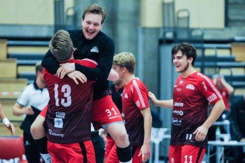 ELLEVILT: Det ble noen dramatiske sluttminutter i Nøtterøyhallen mellom Nøtterøy og Herulf Moss