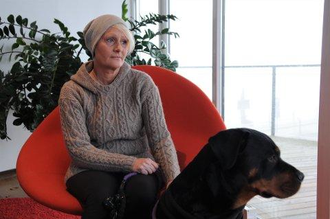 FORTVILET: Aina Davidsen (48) ble i sommer utsatt for vannkoppevirus på hjernen, noe som førte til at hun ble lam i halve ansiktet. Tross at legene opplyste om at hun ville bli frisk innen syv måneder, er hun nå over åtte måneder senere redd for at hun aldri vil bli bra igjen.