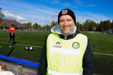 SJELDENT SAMARBEID: - Flint var positive med en gang, sier Tarjei Solum Grimstad i FK Eik Tønsberg AIL om cupsamarbeidet til høsten.