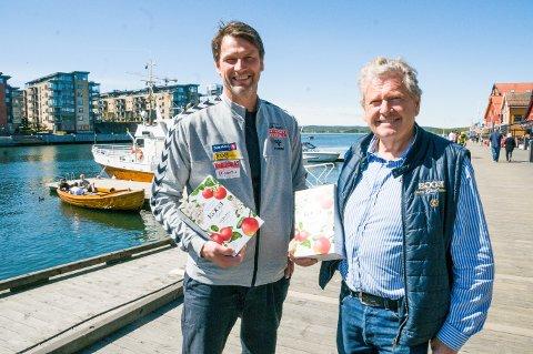 EPLEKJEKK SPONSORAVTALE: Robert Hedin (t.v.) og Marius Egge håper begge å dra nytte av den femårige sponsoravtalen Nøtterøy Håndball har inngått med Egge Gård fra Lier.