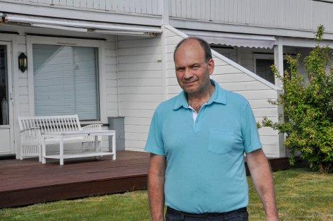 LURT: Tor Bakken mener selgeren løy til han da Telenor ville ha hans signatur på en kontrakt som gir dem tillatelse til å grave fiberkabel til eiendommen hans.