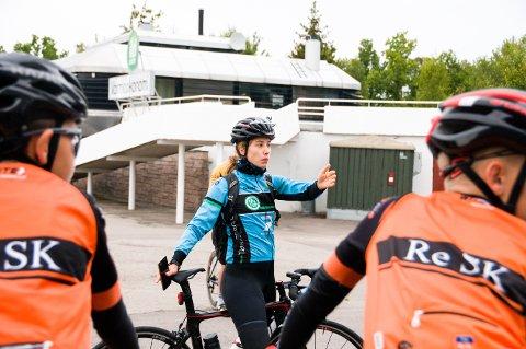 SJEFEN: 24 år gamle Francisca Eriksen har ansvaret for fellestreningen for unge syklister fra Tønsberg, Re og Horten. – Vi må gjøre sykkelsporten mer sosial og hyggelig for å beholde ungdommene, sier hun.