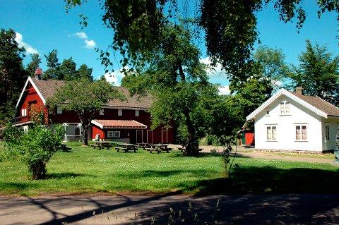 STOKKE BYGDETUN: Her finner Lions Club Stokke/ Vear sin kunstutstilling sted, den kommende helgen.