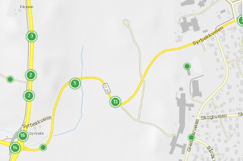 EN BRØKDEL: De 13 registrerte ulykkene i kollisjonssvingen på Syrbekkveien er bare en brøkdel av det reelle antallet smeller, utforkjøringer og ulykker som har skjedd på stedet.
