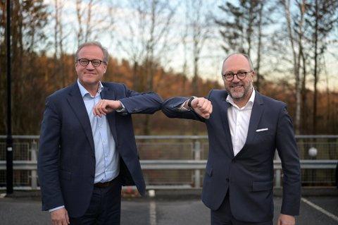 SLÅR SEG SAMMEN: Rune Fjeldstad (f.v.), adm. direktør Sparebank1 BV, og Per Halvorsen, adm. banksjef Sparebank1 Telemar er klare for fusjon