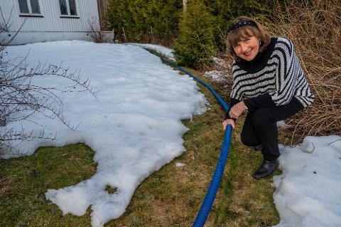 DYRT: Ulla Margareta Nævestad (75) kjøpte dette røret for 17.000 kroner for å få på plass en løsning med vann midlertidig.
