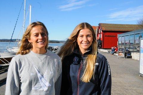 SEILER SIN EGEN SJØ: Helene Næss (t.v.) og Marie Rønningen har blitt gode til å ta ting på sparket det siste året.