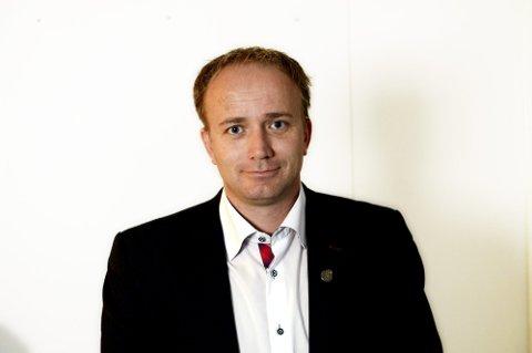 VANT IKKE FREM: Frode Hestnes og resten av Frp-representantene stemte sammen med Rødt og MDG for å kutte i politikerlønningene i fylkeskommunen, men havnet i mindretall.