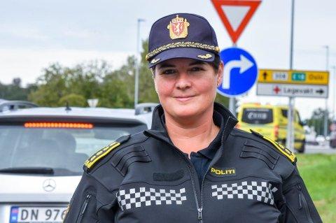 HØY FART: Distriktsleder Karin Walin i Utrykningspolitiet skulle gjerne sett at bilister kjørte roligere på veiene i Vestfold.