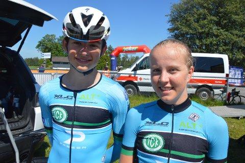 UM-SØLV: Marius Innhaug Dahl (til venstre) og Ina Nakken vant hver sin sølvmedalje første dagen av UM på sykkel. Foto: Even Grinvoll