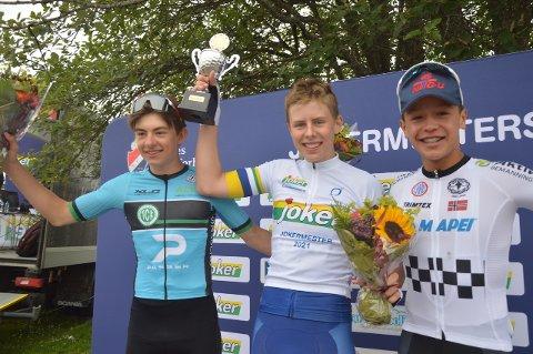 TETTRIOEN: Felix Ørn-Kristoff vant M15. Her flankert av toeren Marius Innhaug Dahl (til venstre) og tredjemann Christian Olaus Sween. Foto: Even Grinvoll
