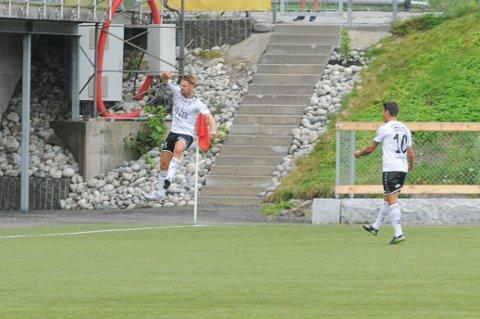 MÅLTYV: Christian Østli sørget for at FK Eik Tønsberg 871 fikk en glimrende start mot Halsen da han satte inn kampens første mål i det 26. minutt.